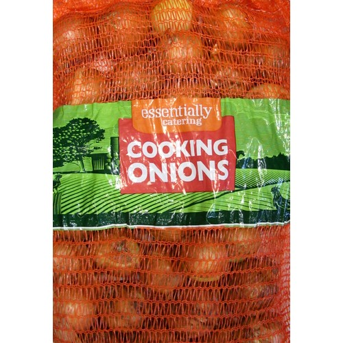 Essential Catering Onions Medium